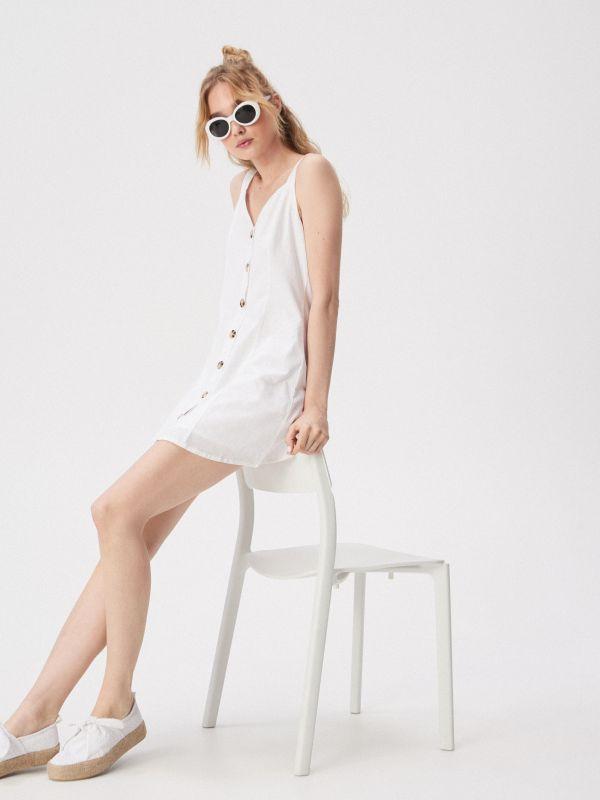 ba2053061f Ruha dekoratív vállpánttal · Gombolós, fehér ruha - fehér - VP238-00X -  SINSAY
