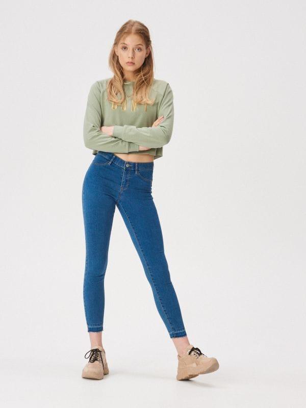 60905000884d Nohavice skinny s vysokým pásom · Džínsy skinny so stredne vysokým pásom -  modrá - VR481-55X - SINSAY