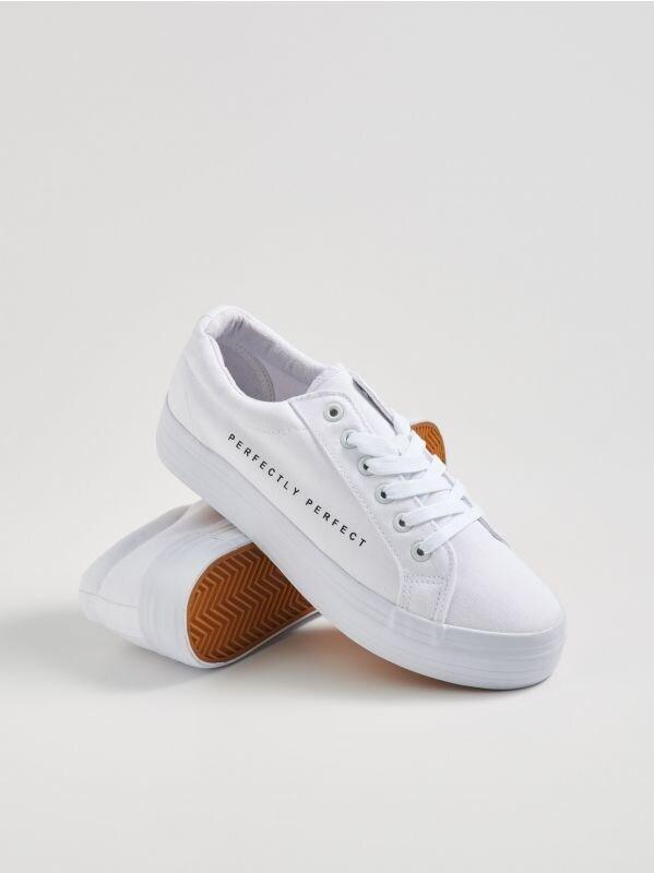 6a552415b409 Sinsay női cipők – sportos, elegáns és fesztiválokra ajánlott darabok.