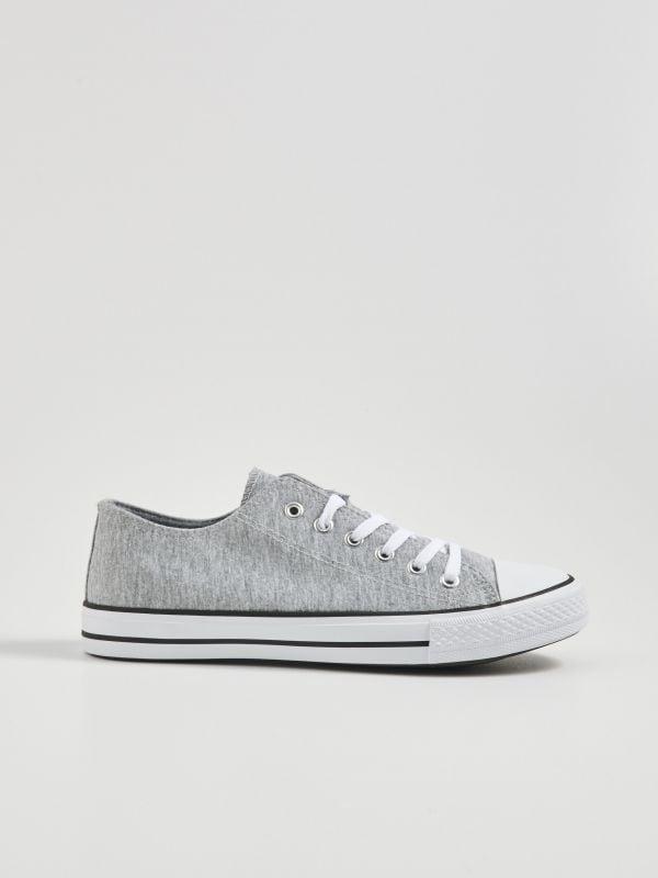 c2a89b1fdd5a Sinsay női cipők – sportos, elegáns és fesztiválokra ajánlott darabok.